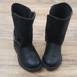 Oshkosh boots Size 6 toddler.